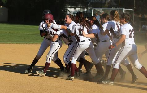 Softball Team Advances to State Semifinal Game